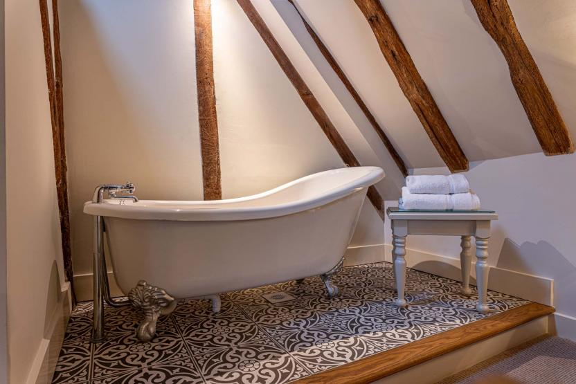 Sun Faversham Feature rolltop bath